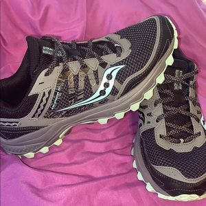 Saucony run anywhere tennis shoes